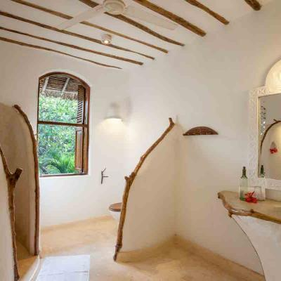 Mdoroni Behewa House Coastal Kenya Bathroom1b