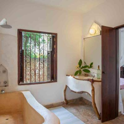 Mdoroni Behewa House Coastal Kenya Bathroom4a